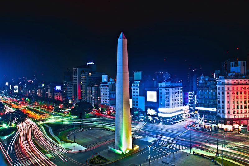 obelisco-noite